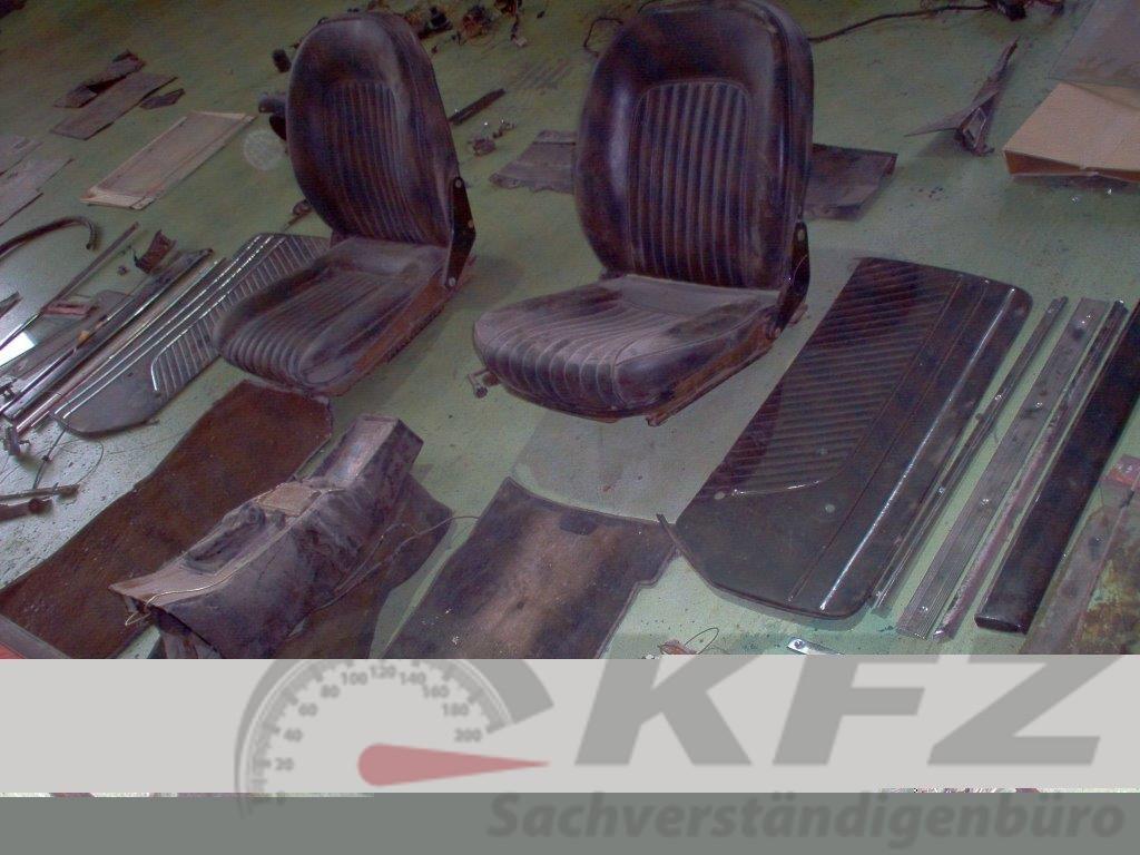 Sitze Restaurierungsbedürftiger Zustand