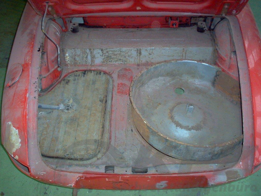 Gepäckraum Restaurierungsbedürftiger Zustand